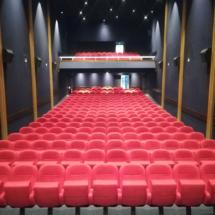 Nettoyage des sièges d'une salle de conférence
